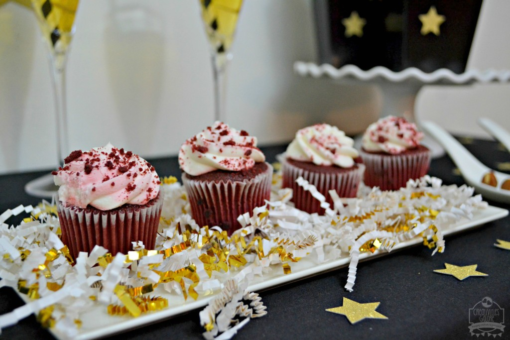 Let's roll out the red carpet for these simple Oscars party ideas by Creativities Galore. From the dessert table to the swag bag, easy tips to use at your own Oscars viewing party
