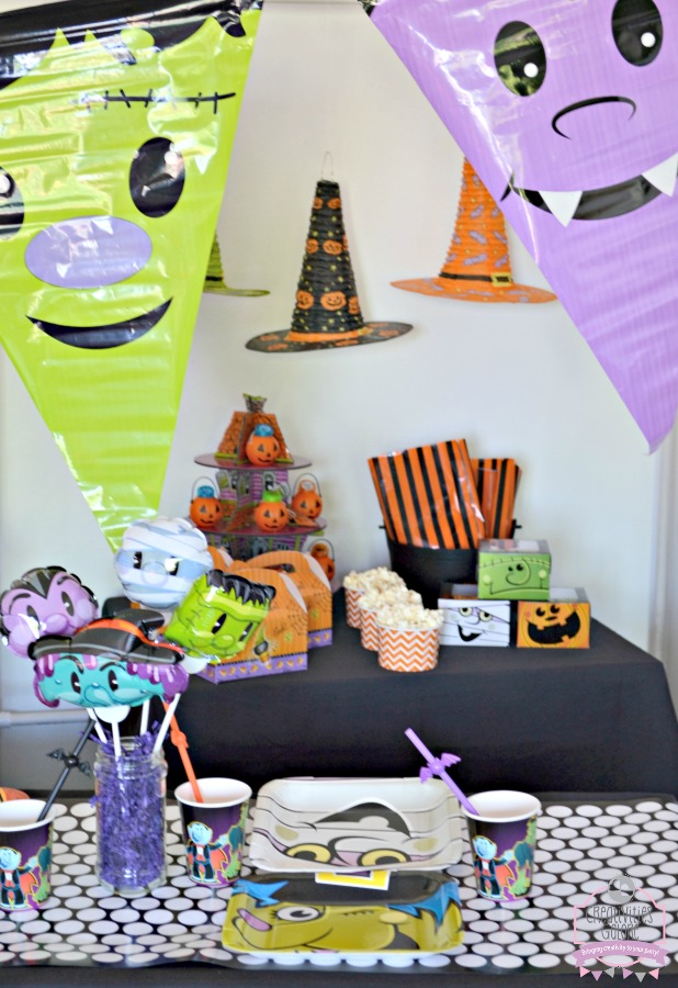 Invite your child's friends to a fun kids halloween activity party where they can dress up in their costumes, make crafts, and enjoy yummy treats.