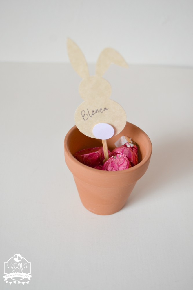 Spring has arrived and with it comes beautiful Spring luncheons with friends. I am sharing an easy way to do a clay pot name card to use on your tablescape.
