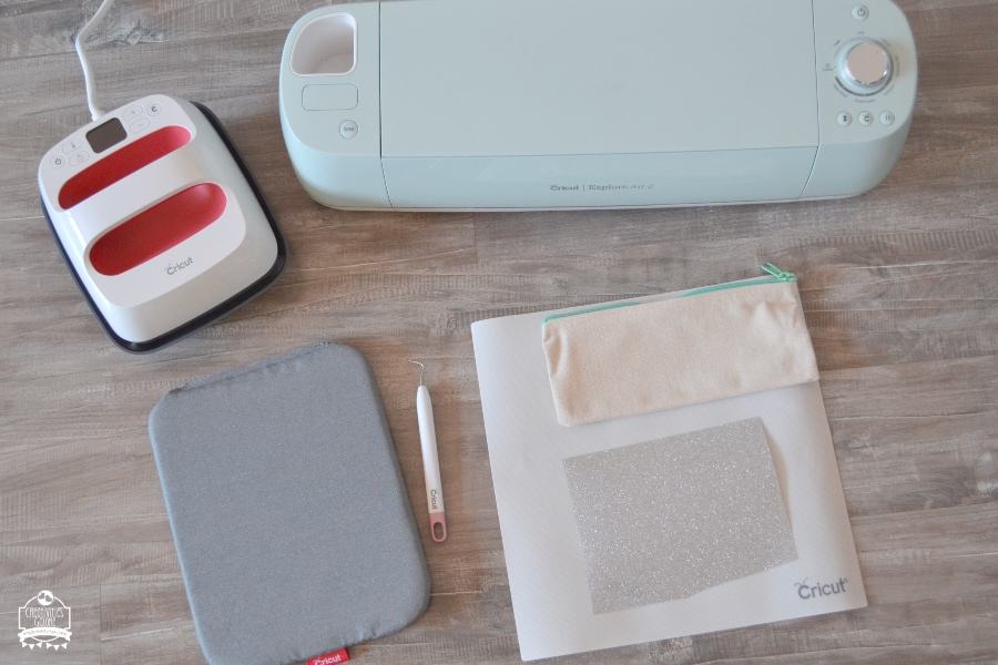 customize a plain makeup bag with the cricut easy press 2